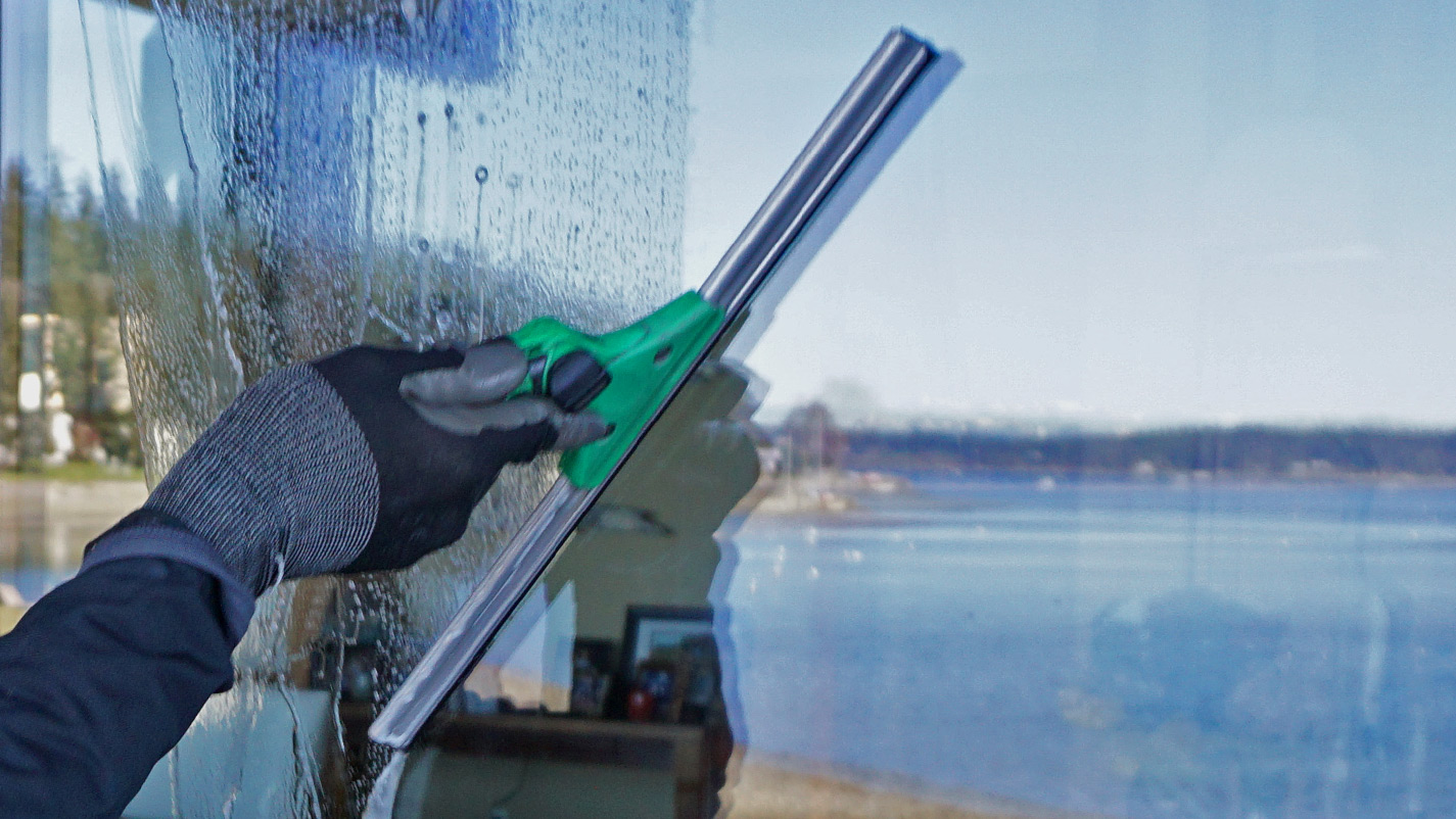 5 Reasons to Hire a Professional Window Cleaning Company ...  |Professional Window Cleaning